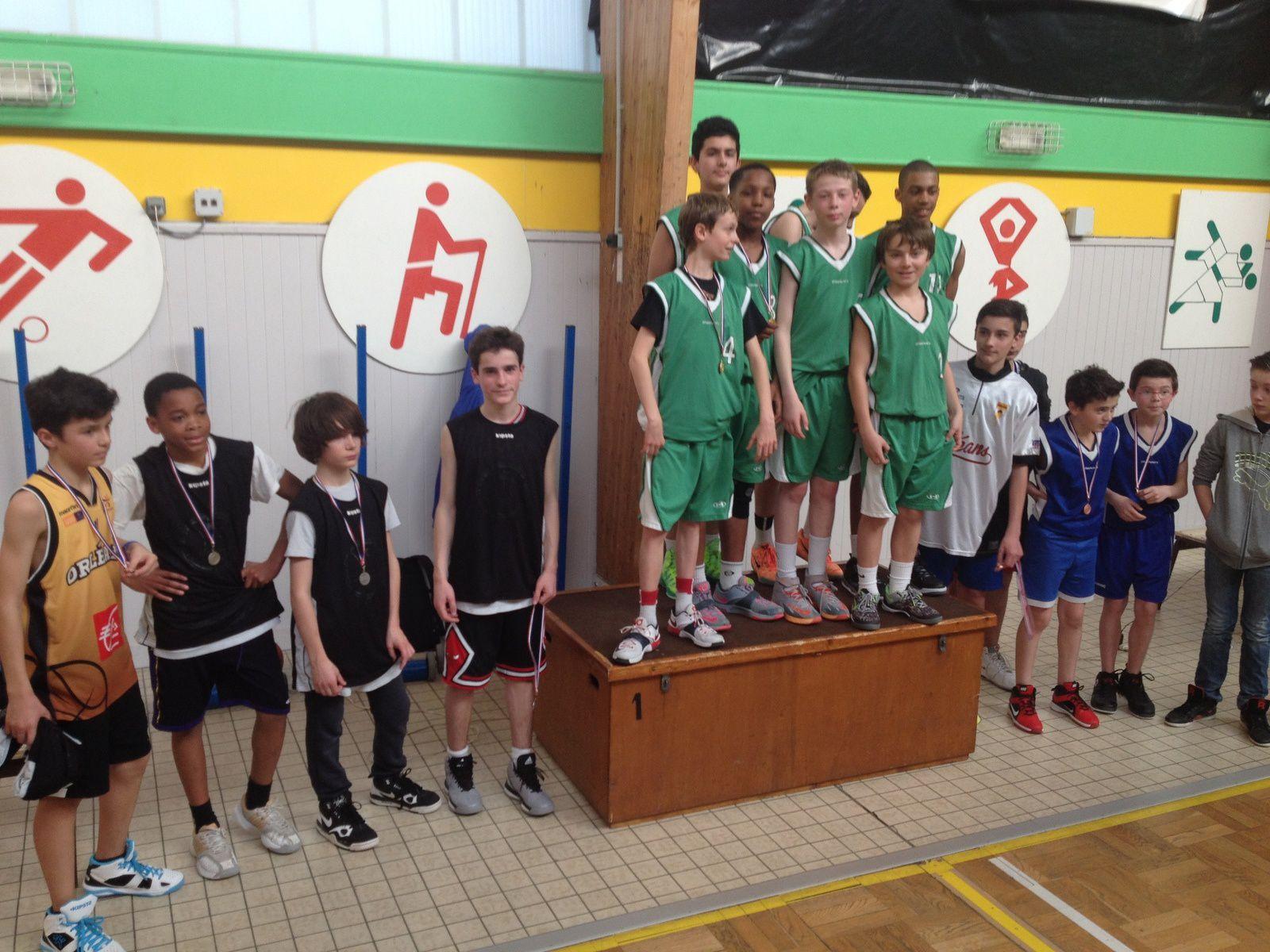 Les benjamines et les benjamins champions du Loiret en basket