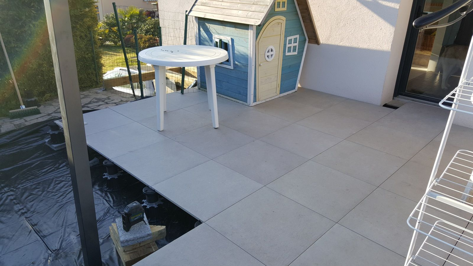 Terrasse pose carrelage sur plot r novation en ille et for Carrelage sur plots