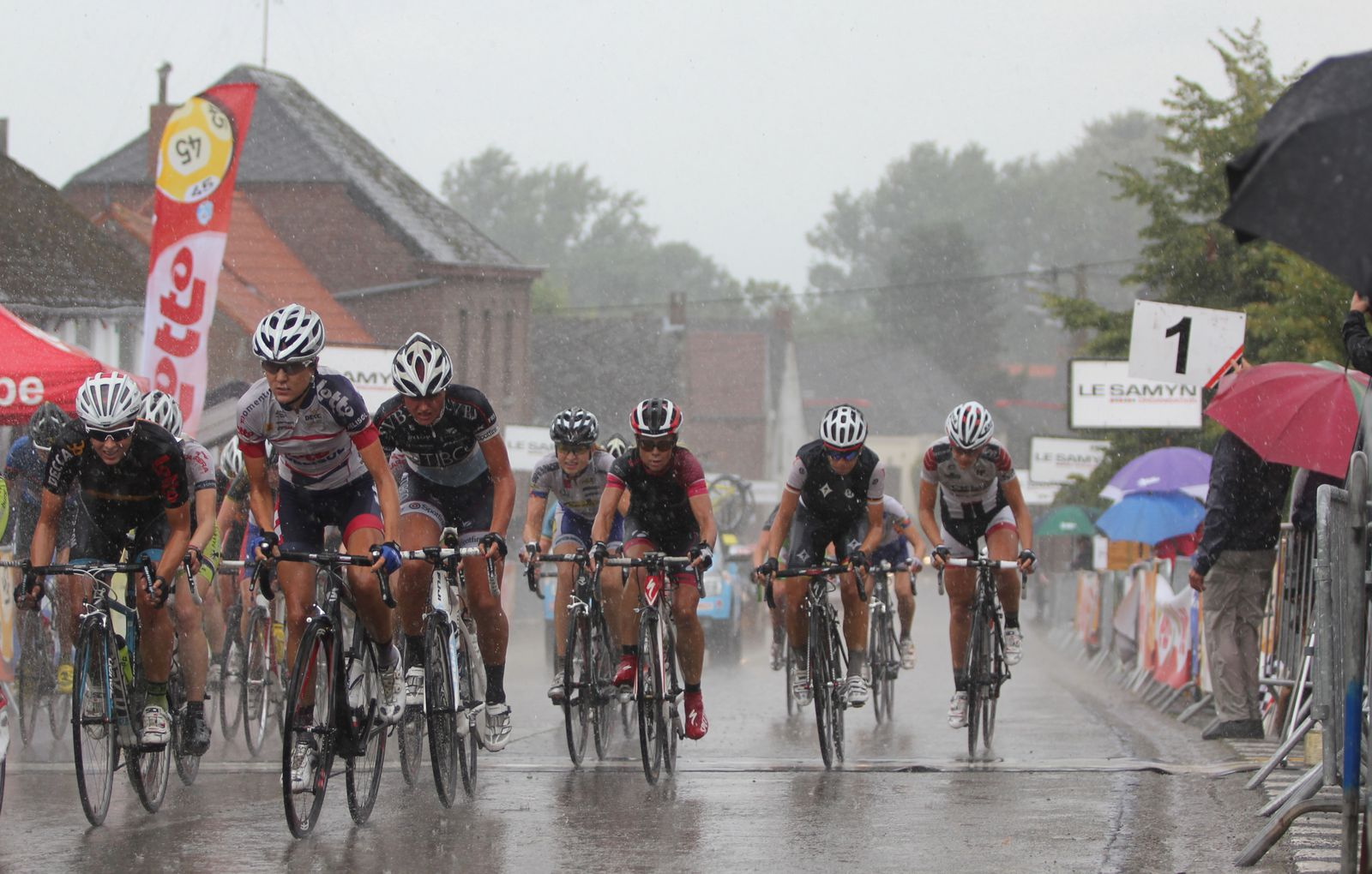 Les conditions sont dantesques. Zoom sur Evelyn Arys, Carlee Taylor et Chantal Blaak.