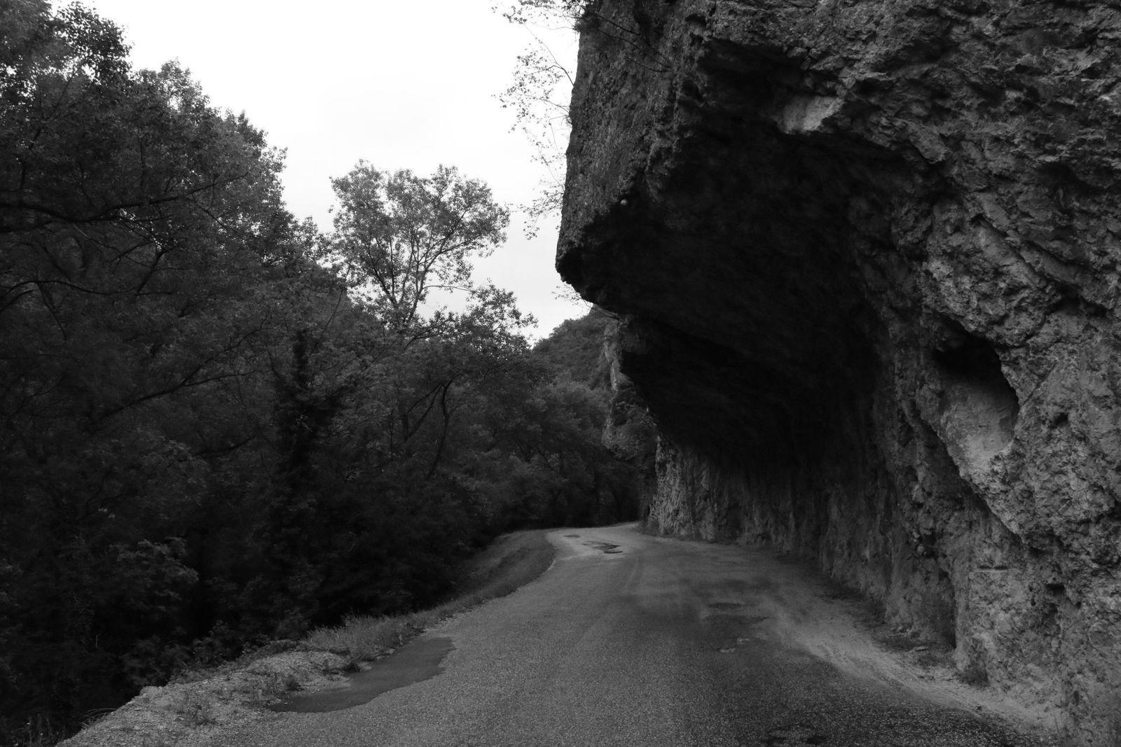 Tiens ! On aperçoit la Grotte de la St-Valentin !