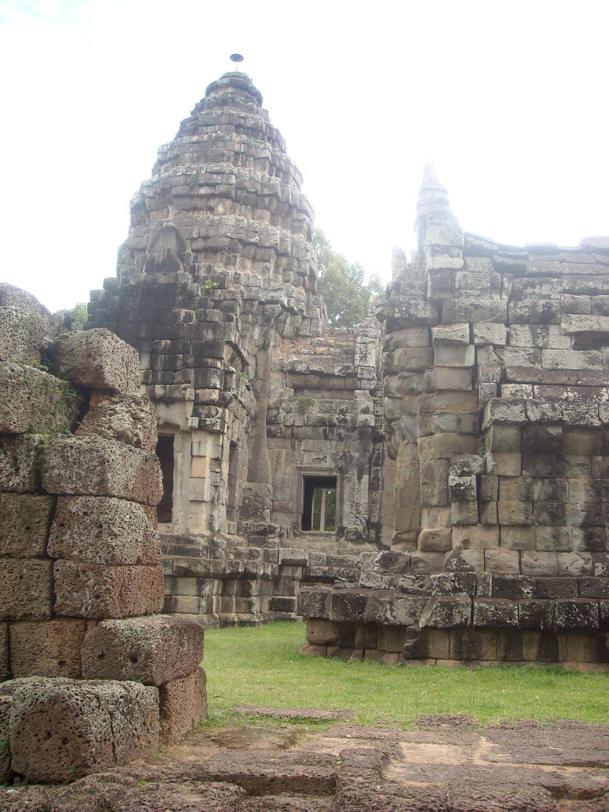 1. à 3. Preah Ang Chek et Preah Ang Chorm     4. à 8. Wat Bo  9. La rivière de Siem Reap 10. à 13. Wat Damnak  14. à 17. Wat Atwear   18. Invasion de libellules