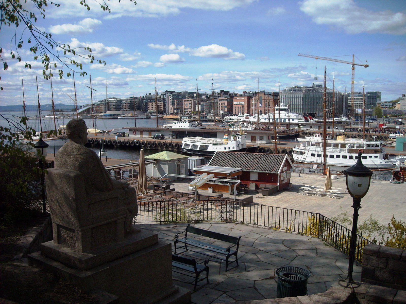 1. La gare d'Oslo   2. Un troll devant une boutique de souvenirs  3. La vue depuis la forteresse  4. et 5. La forteresse   6. La vue sur le port   7. Le musée des bâteaux Vikings    8.  Le parc autour du palais   9. Le palais royal   10. et 11. Le centre ville
