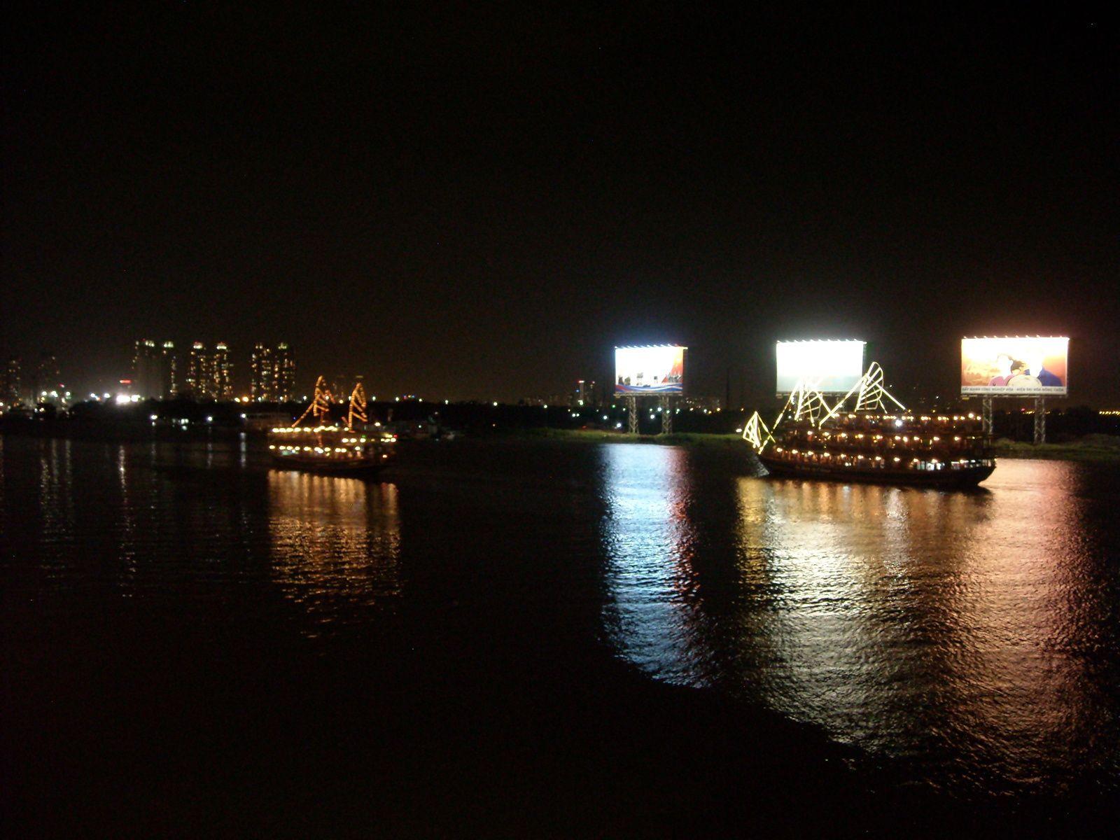 1 a 4. jeux a l'ecole  5. Vietnam, I love your coffee   6 a 9. Repas a bord du bateau