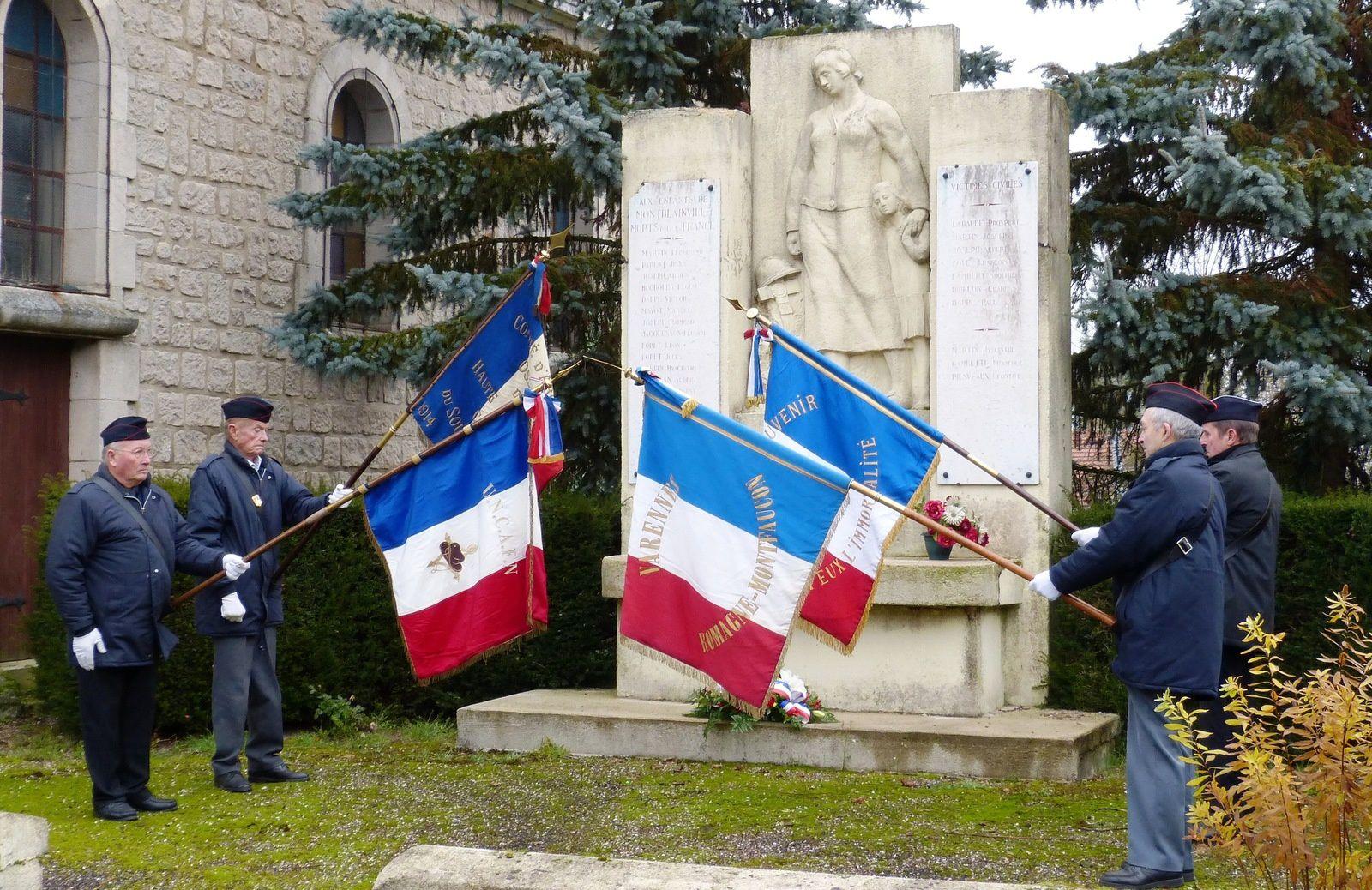 Devant le monument aux morts de Monblainville