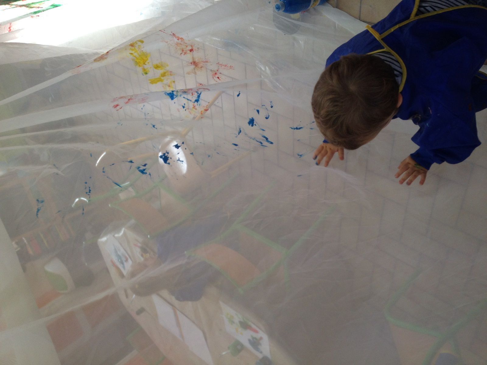 peinture sur drap de nylon, facilement lavable en machine pour recommencer