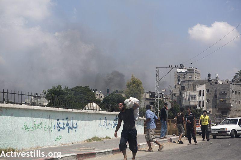 Dans Al Shaja'ia, accessible pendant quelques heures au cours d'une trêve,  des scènes de dévastation et la mort tout autour.