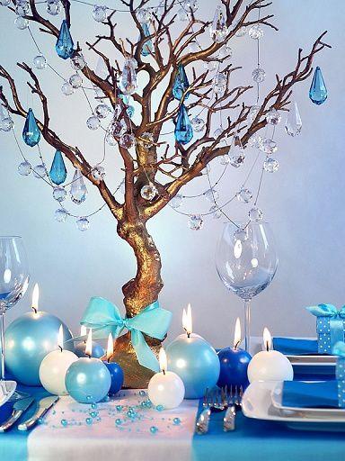 Jolie table dans les dégradés de bleus et blanc