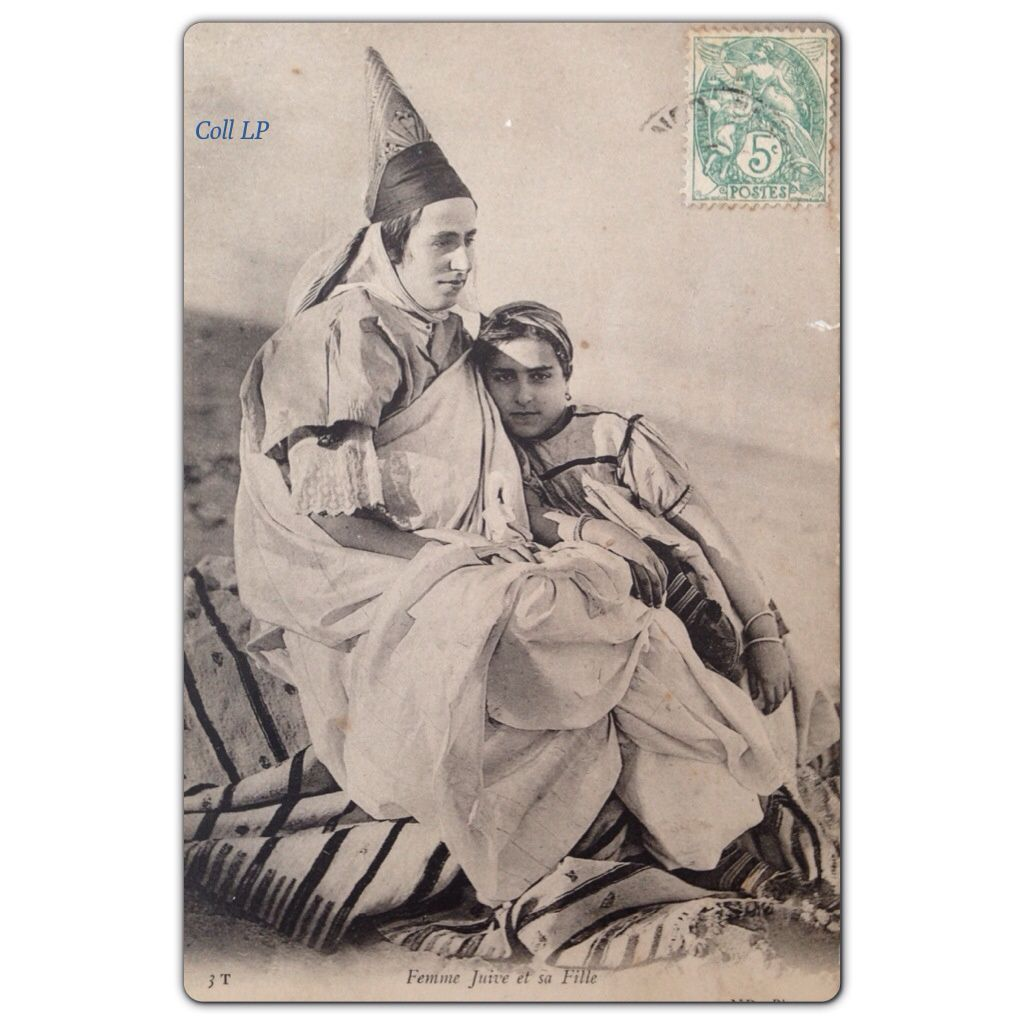 Juives de Tunisie. Scène familiale à la plage. Les 4 premières cartes Tunisiennes des éditions N.D.