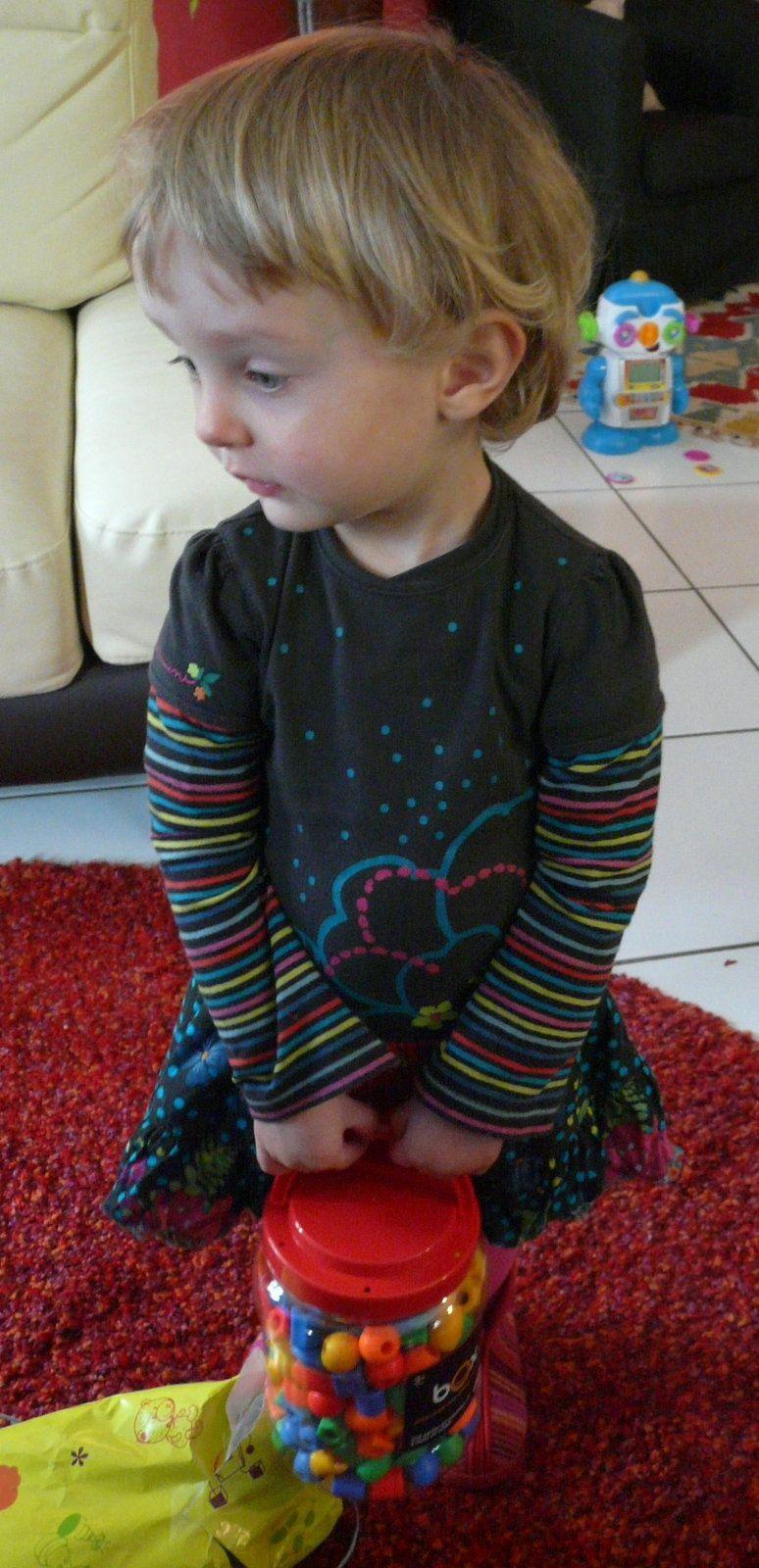 grande fille de deux ans