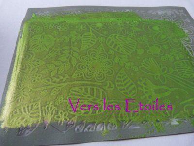 Utilisation de la peinture acrylique vert jaune iridescent