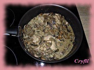 Filet mignon aux champignons et oignon rouge