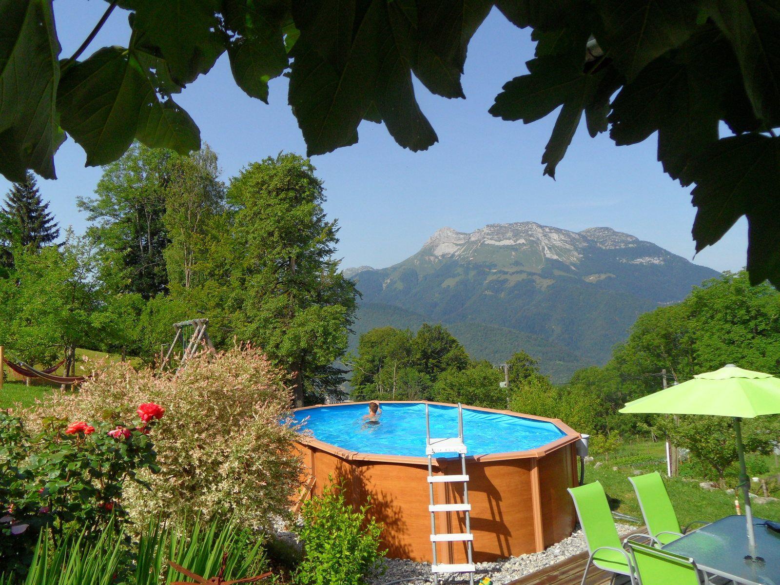 Location de vacances d'été avec piscine, randonnées accessibles depuis la maison ! nombreuses activités d'été escalade via-ferratta canyoning  équitation VTT parcours aventures baignade etc.
