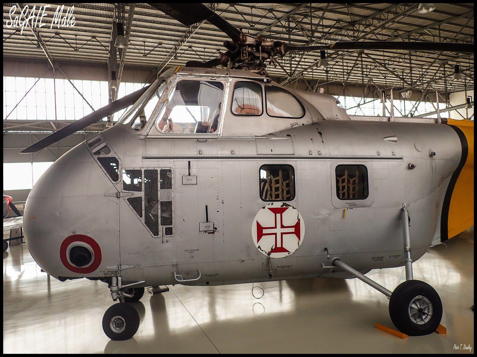 Sikorsky H 19 ( musée de l'air de Sintra ).