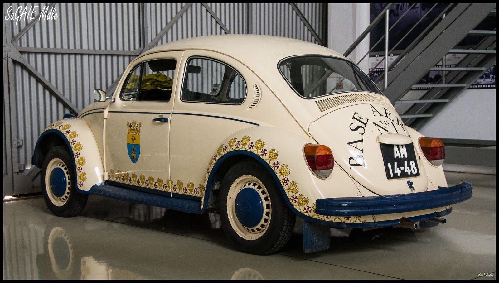 Volkswagen T2 &quot&#x3B; Combi &quot&#x3B;. ambulance ( musée de l'air de Sintra ).