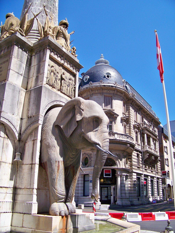 Avec la fontaine des éléphants appelée aussi la fontaine des 4 sans Q