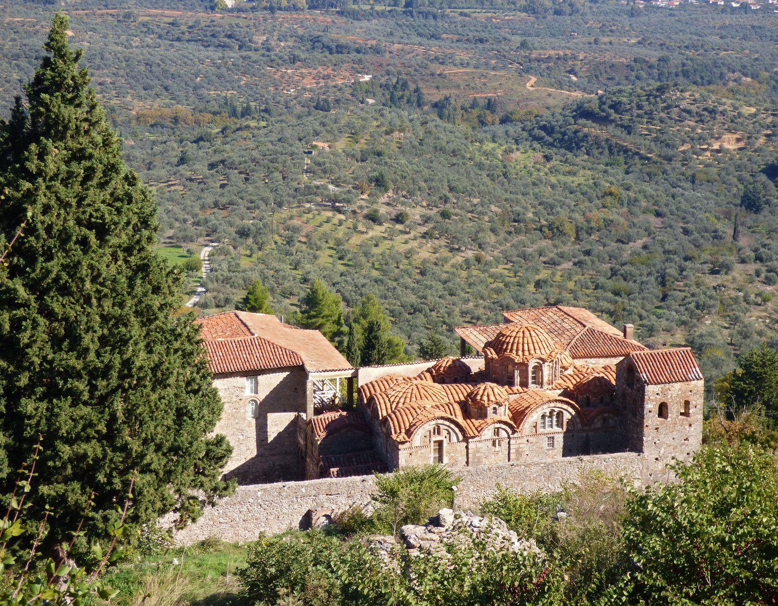 Mistra , ancienne cité en ruine avec ses eglises orthodoxes
