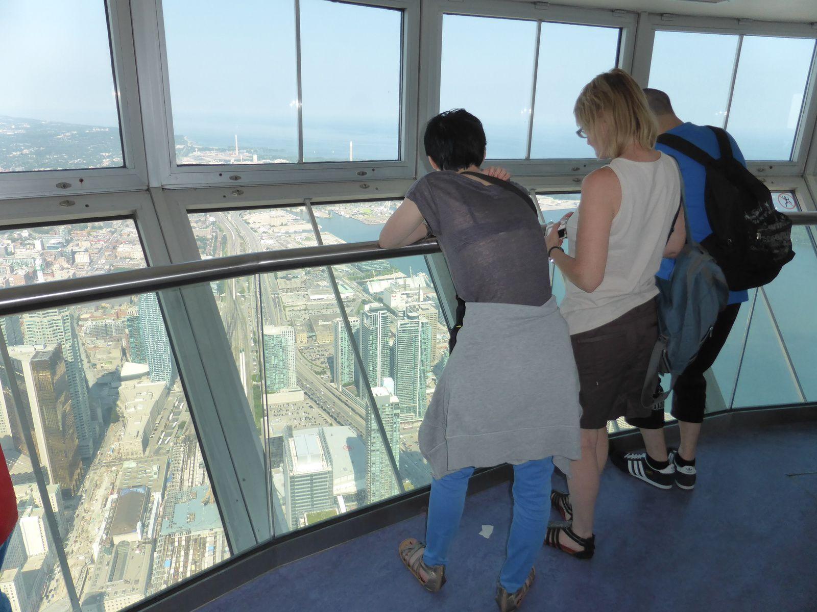 vue du haut de la tour sur toronto - et lac ontario