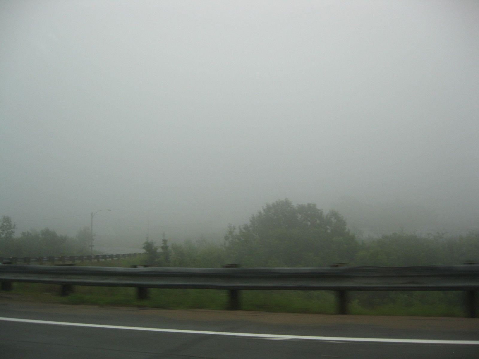 une aire de repos, et un super brouillard ....