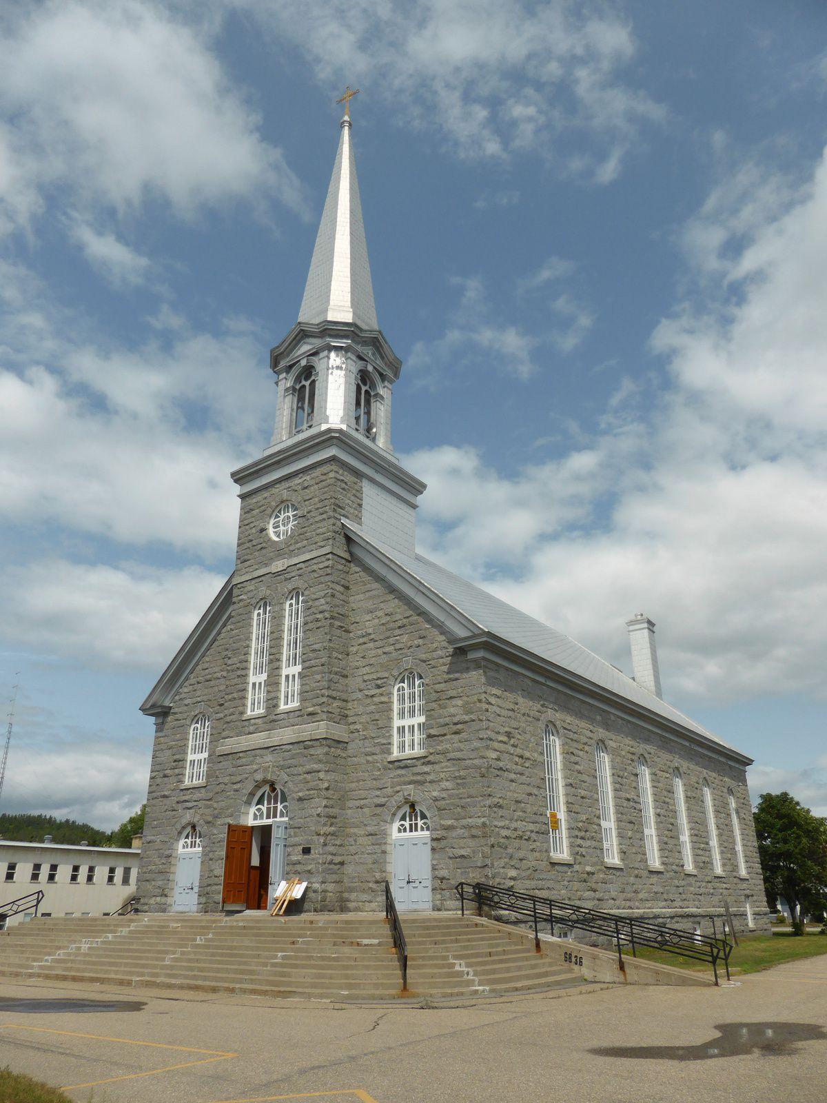 l'intérieur de l'église de sacré coeur