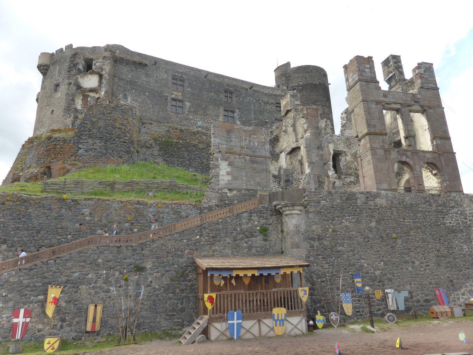 Mes visites en Auvergne - Le chateau de Murol ...