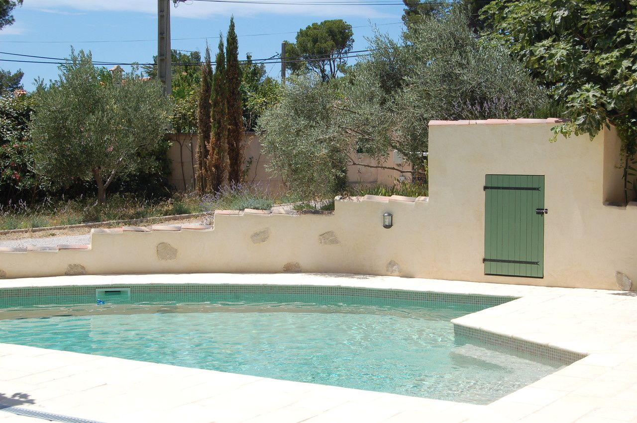 Construction et reparation de piscines martigues for Construction piscine 19