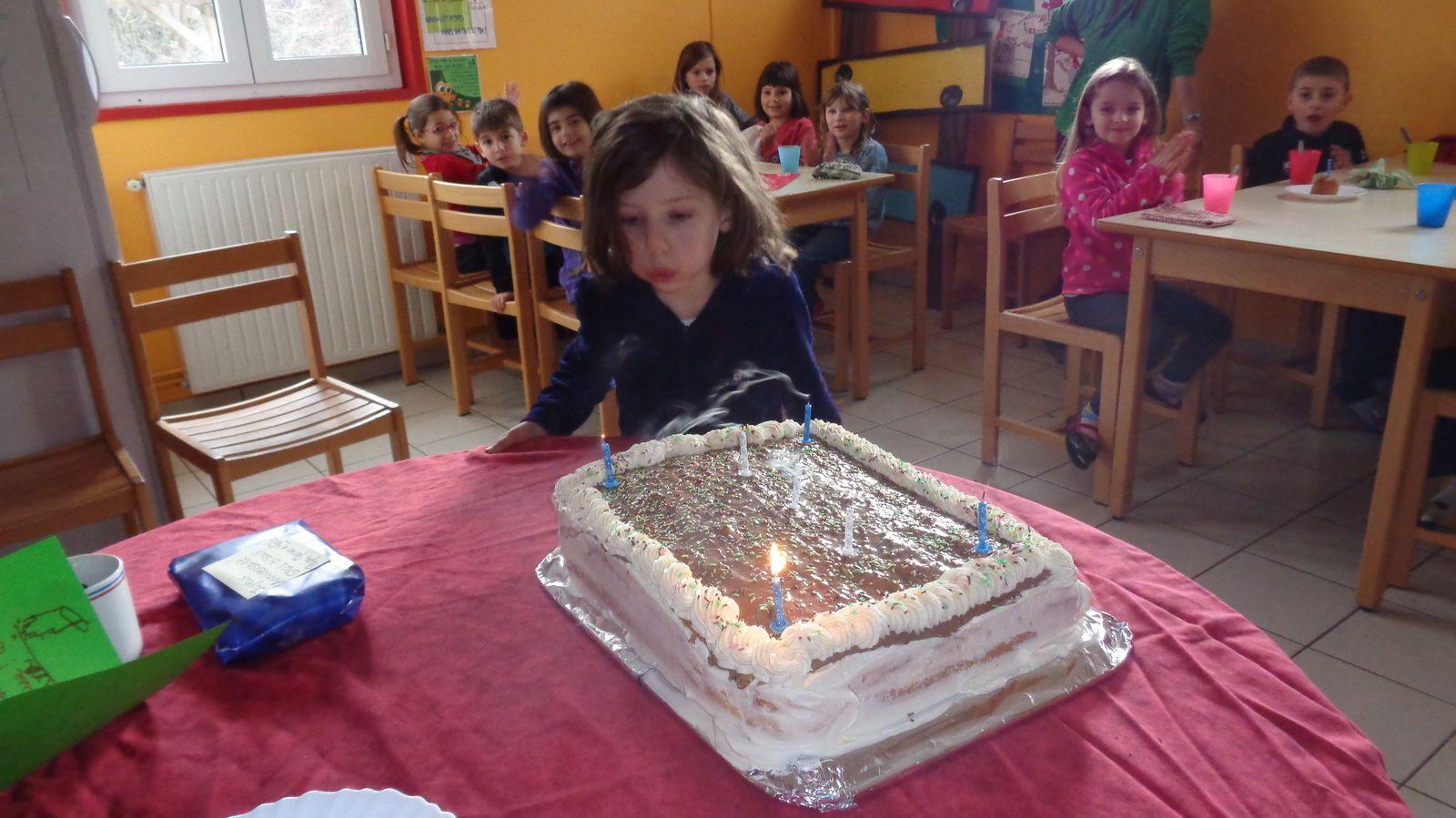 Joyeux anniversaire! à nous le gâteau et les pieds dans l'eau...