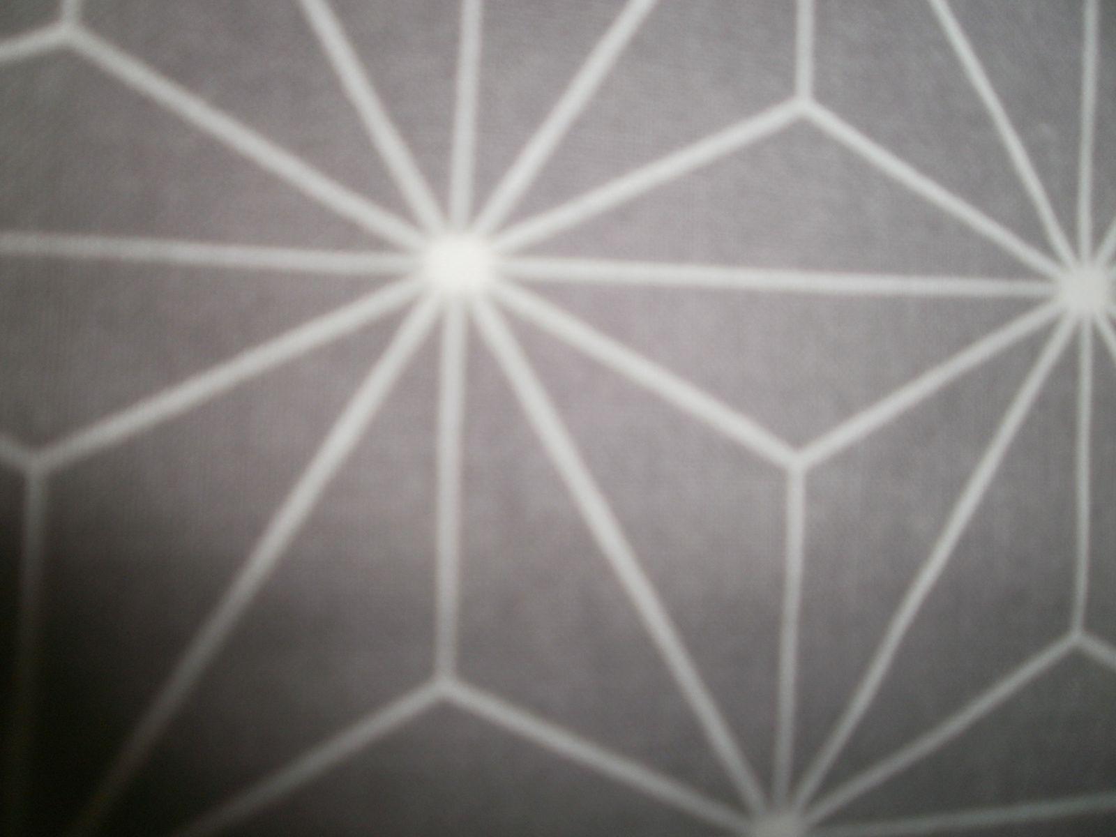 détail du 2 ième  tissu à motif  triangles
