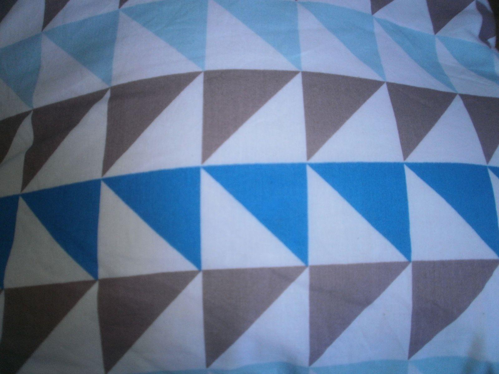 détail du tissus à forme triangulaire de chez Mondial Tissus