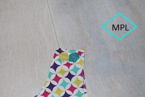 détail de mes boutons fleurs de ma version de la robe chasuble Poppy  du patron  Lou and Me