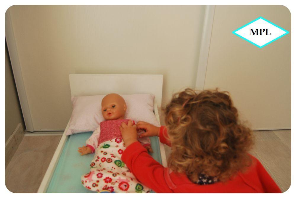 Gigoteuse pour poupée d'après le patron de Perlipo