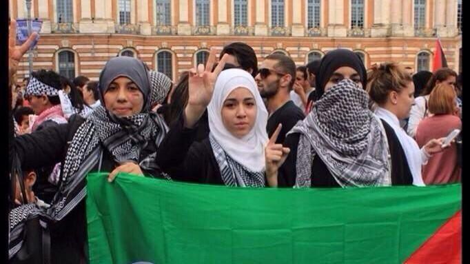 Des islamistes qui posent pour une photo mais qui n'assument pas sur Twitter (pour le plus grand plaisir de @justefrancaise).