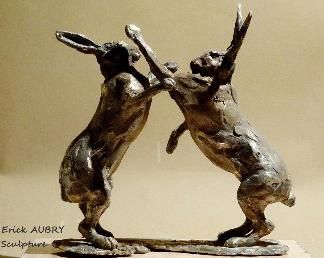Sculpture de lièvres en bronze
