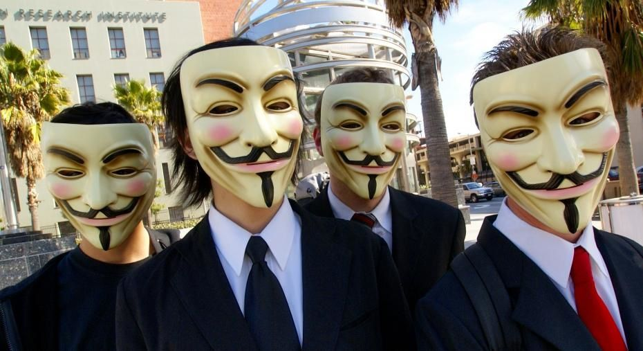 Anonymous with Guy Fawkes masks ©Vincent Diamante