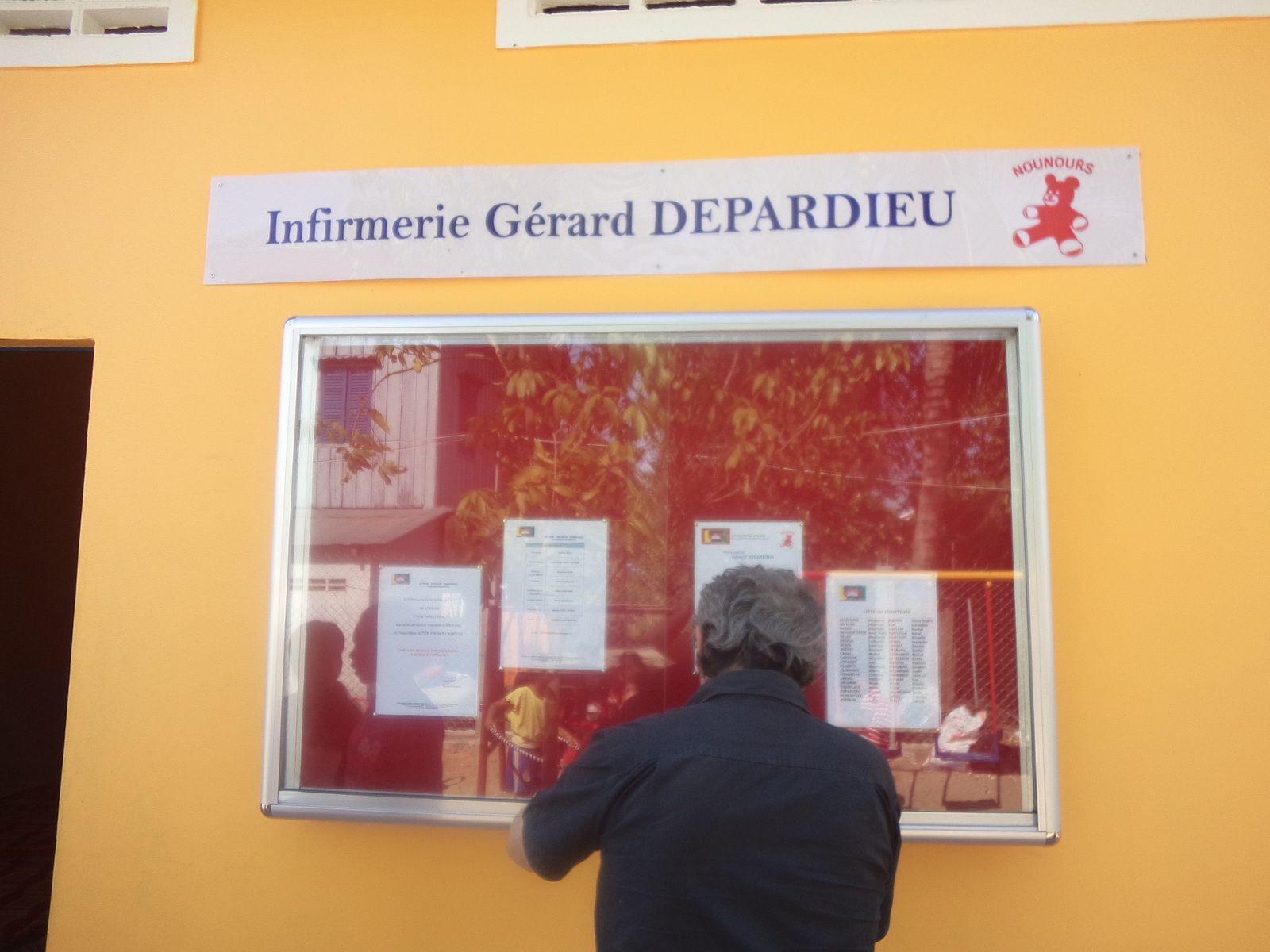 Visite  de l'infirmerie Gérard DEPARDIEU au CAMBODGE