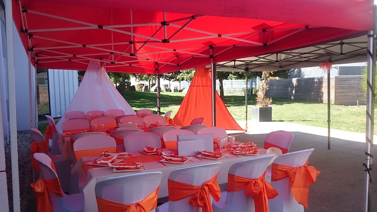 Decorations mariage orange et blanc - decoratrice de mariage - theme ...