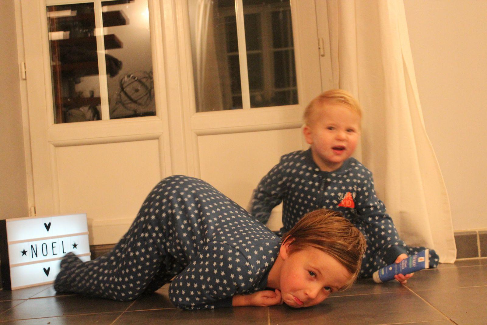Les garçons portent des pyjamas: vert baudet