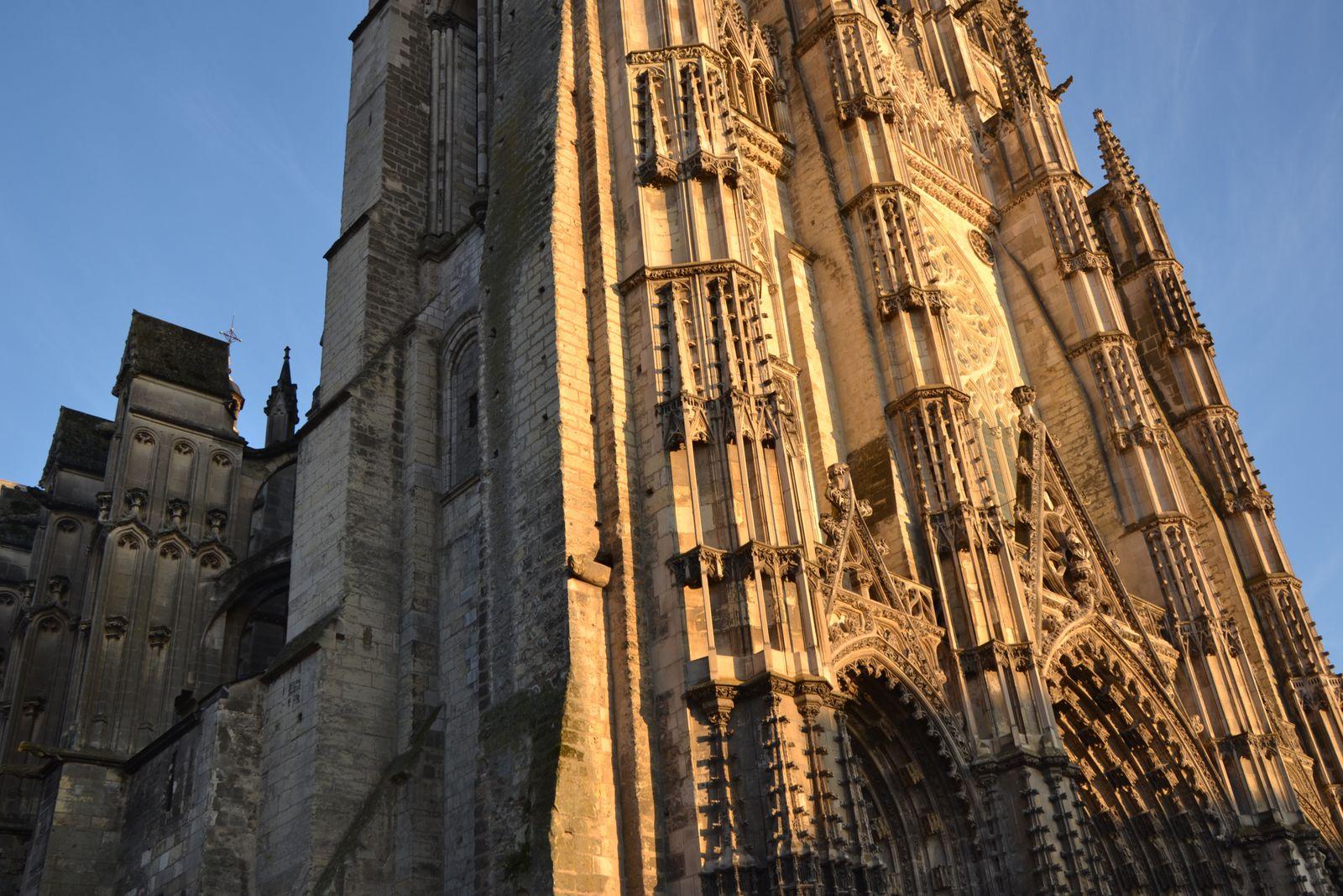la cathédrale, centre symbolique et physique d'une ville