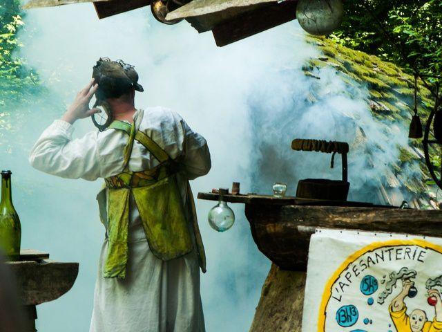 1 - boutique du teinturier - 2 - spectacle enfumé mais pas fumeux - 3  à 7 vues d'ensemble du château et des travaux