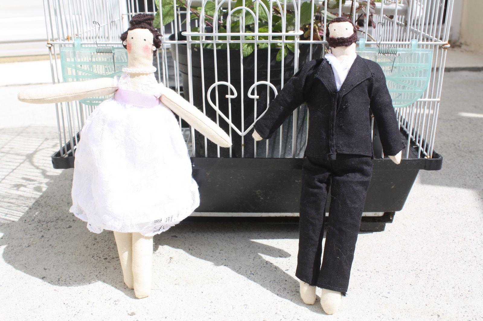 Les mariés Tilda devant l'autel...By La Matelote