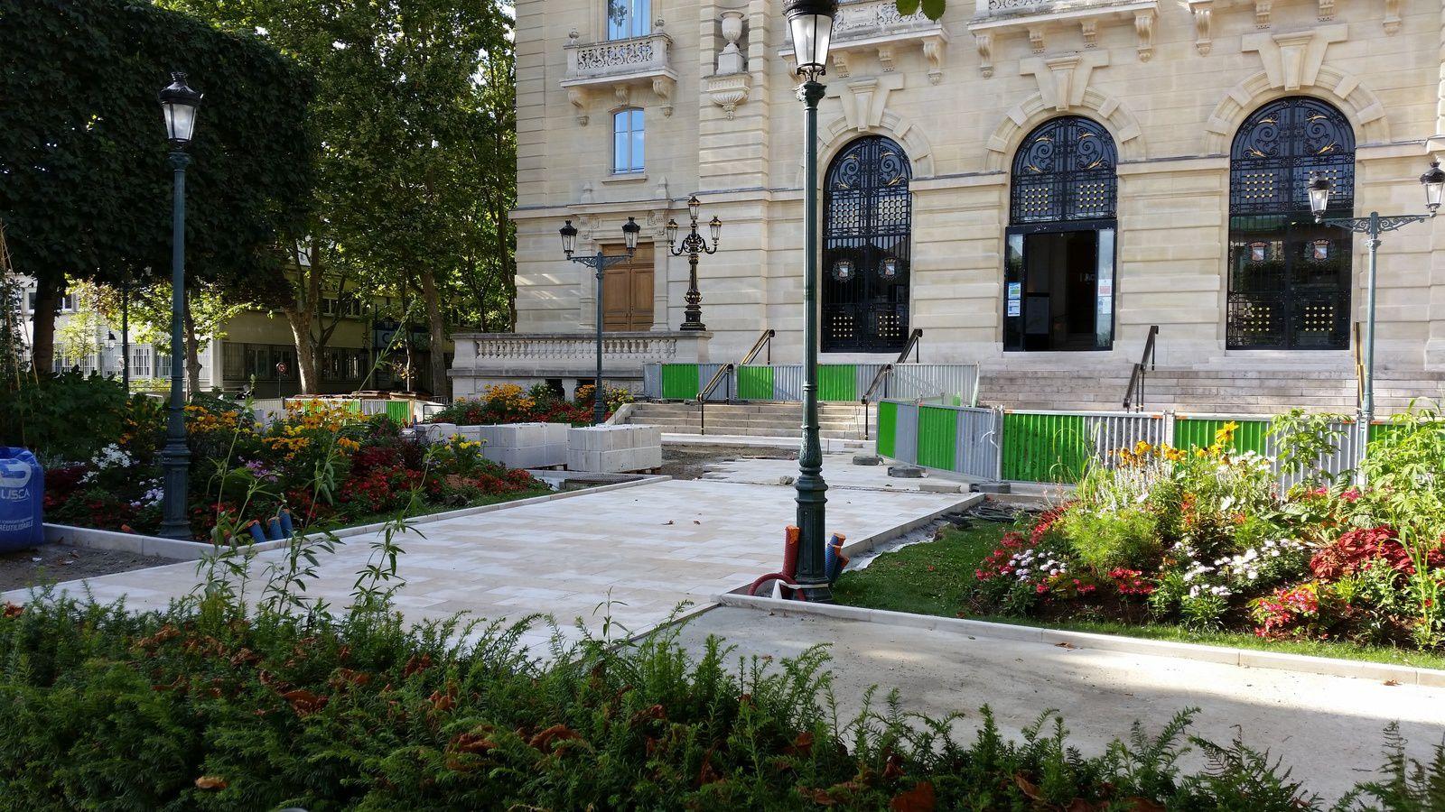 COLOMBES : les travaux sur le parvis de la Mairie en photo