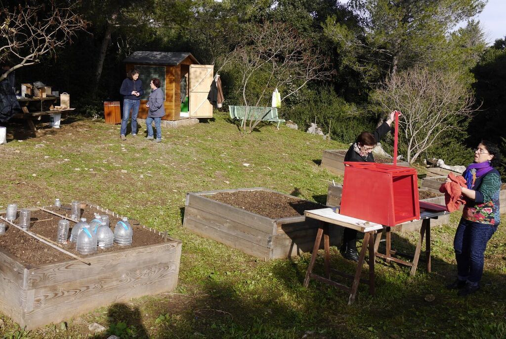 Fabrication de mangeoires et de la boite à livres