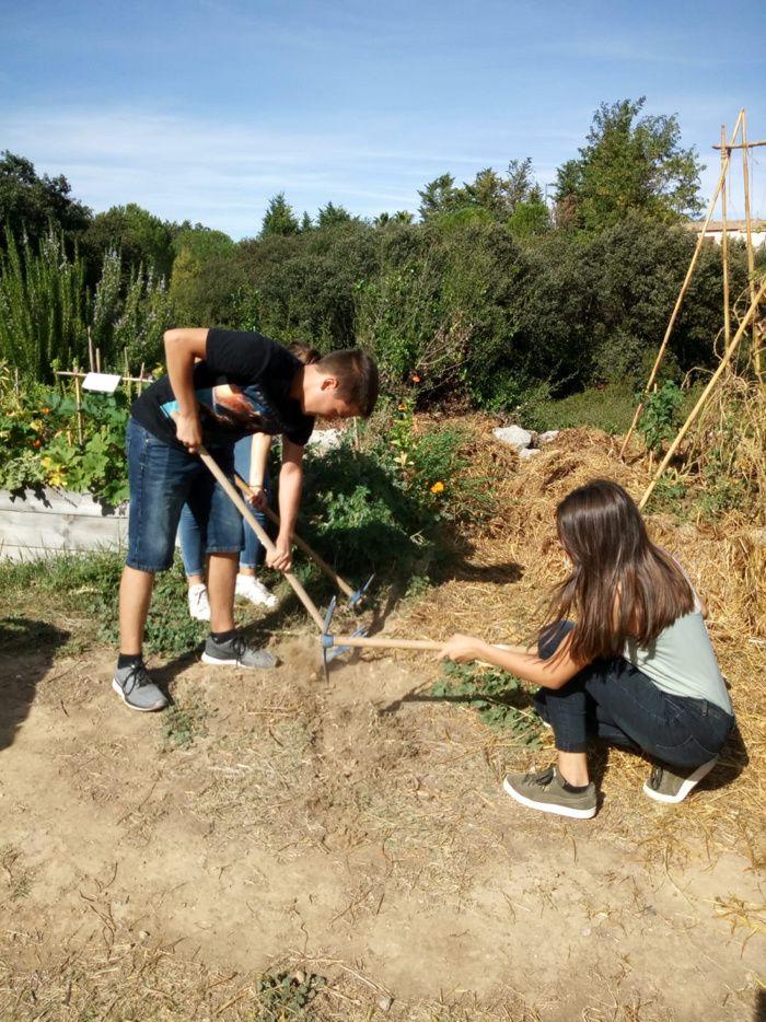 Rentrée des élèves du lycée Honoré de Balzac ... côté jardin!