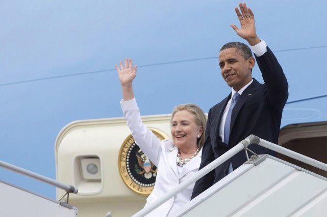 Le président Obama et Hillary Clinton - alors secrétaire d'État -, lors de leur arrivée à Rangoun, en novembre 2012.  PHOTO Carolyn Kaster, ARCHIVES PC/AP