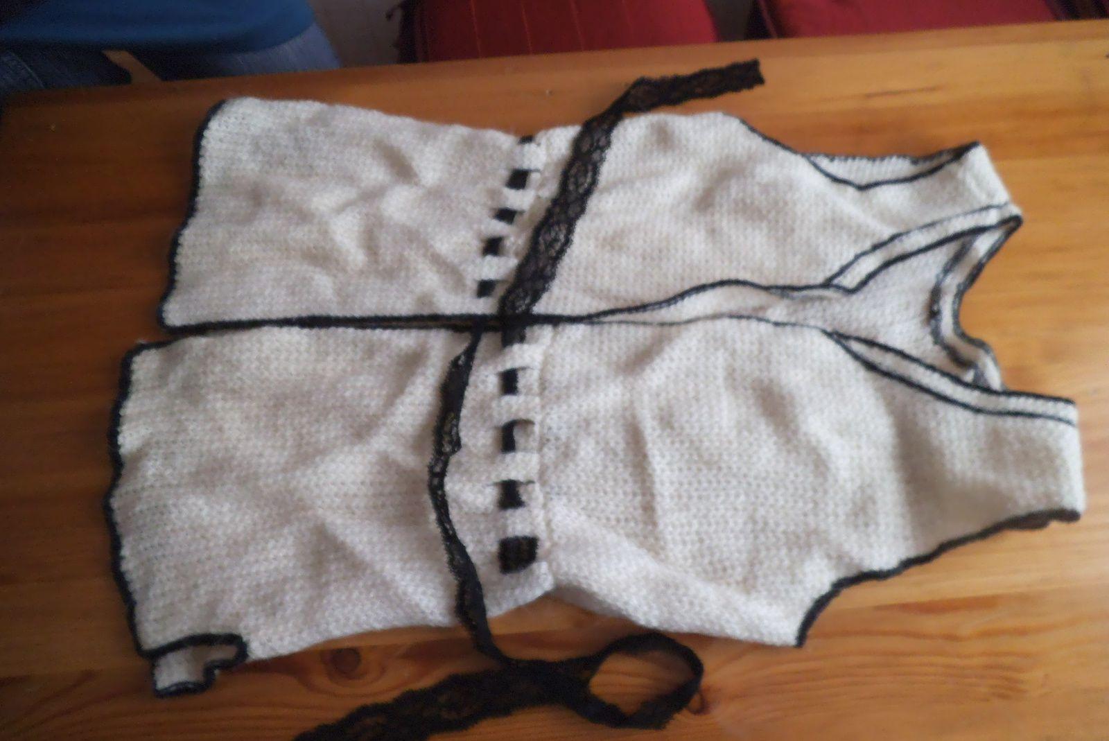 explications gratuites :j'ai crocheté une veste comme cadeau de Noël&#x3B;