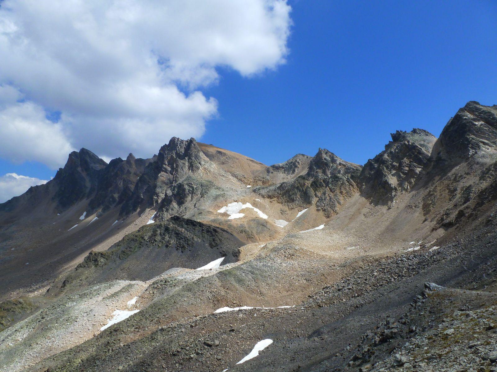 Petit coup d'oeil en arrière (parce que ça le vaut bien). Au fond le Mont Thabor que nous venons de quitter.