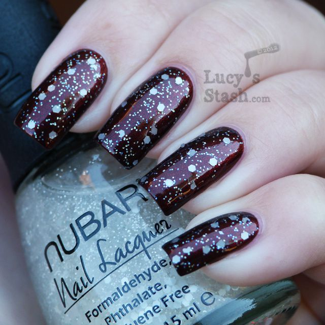 Lucy's Stash - Snowy manicure