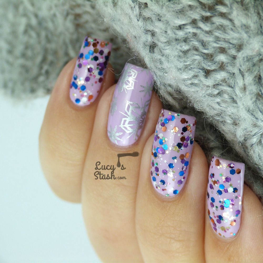 Cosy winter nails with a touch of glitter