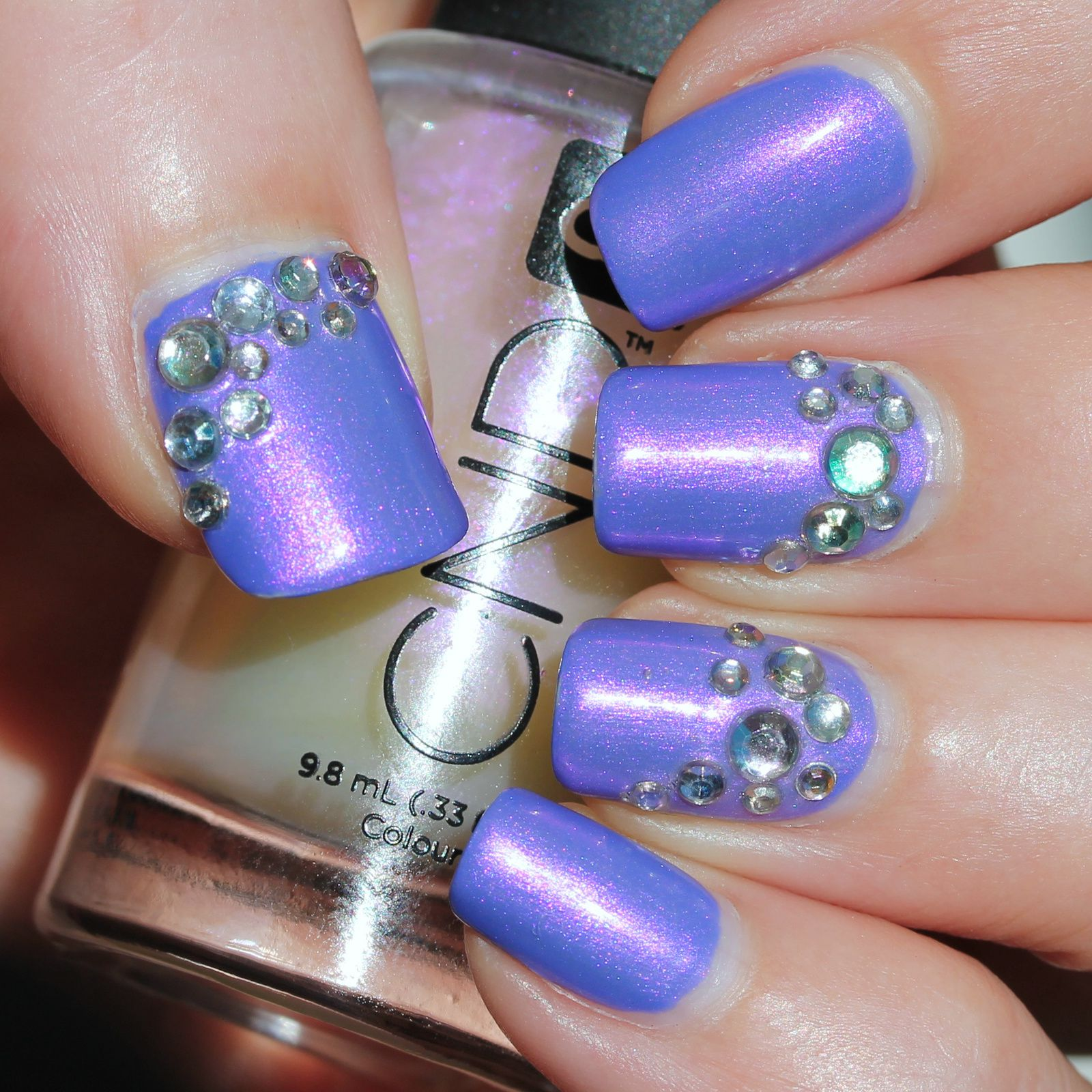 Essie Protein Base Coat / Sinful Colors Purple Kraze / CND Violet Shimmer / Born Pretty Store Strass / Sally Hansen Miracle Gel Top Coat