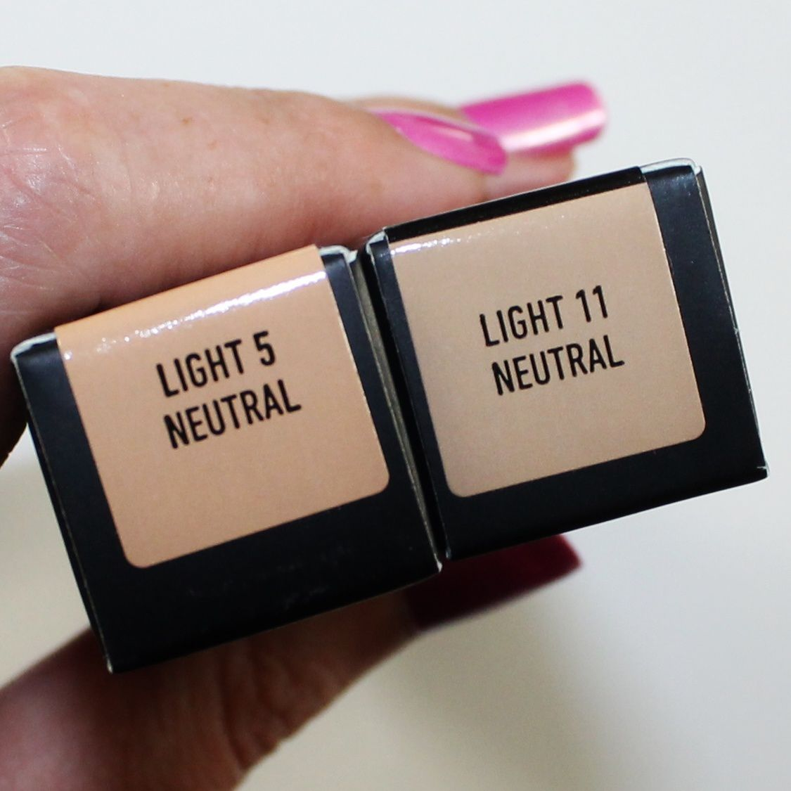 Kat Von D Lock-It Concealer Crème (Light 5 (fair cashmere with neutral undertone) on the right  and Light 11 (light blonde with neutral undertone) on the left.