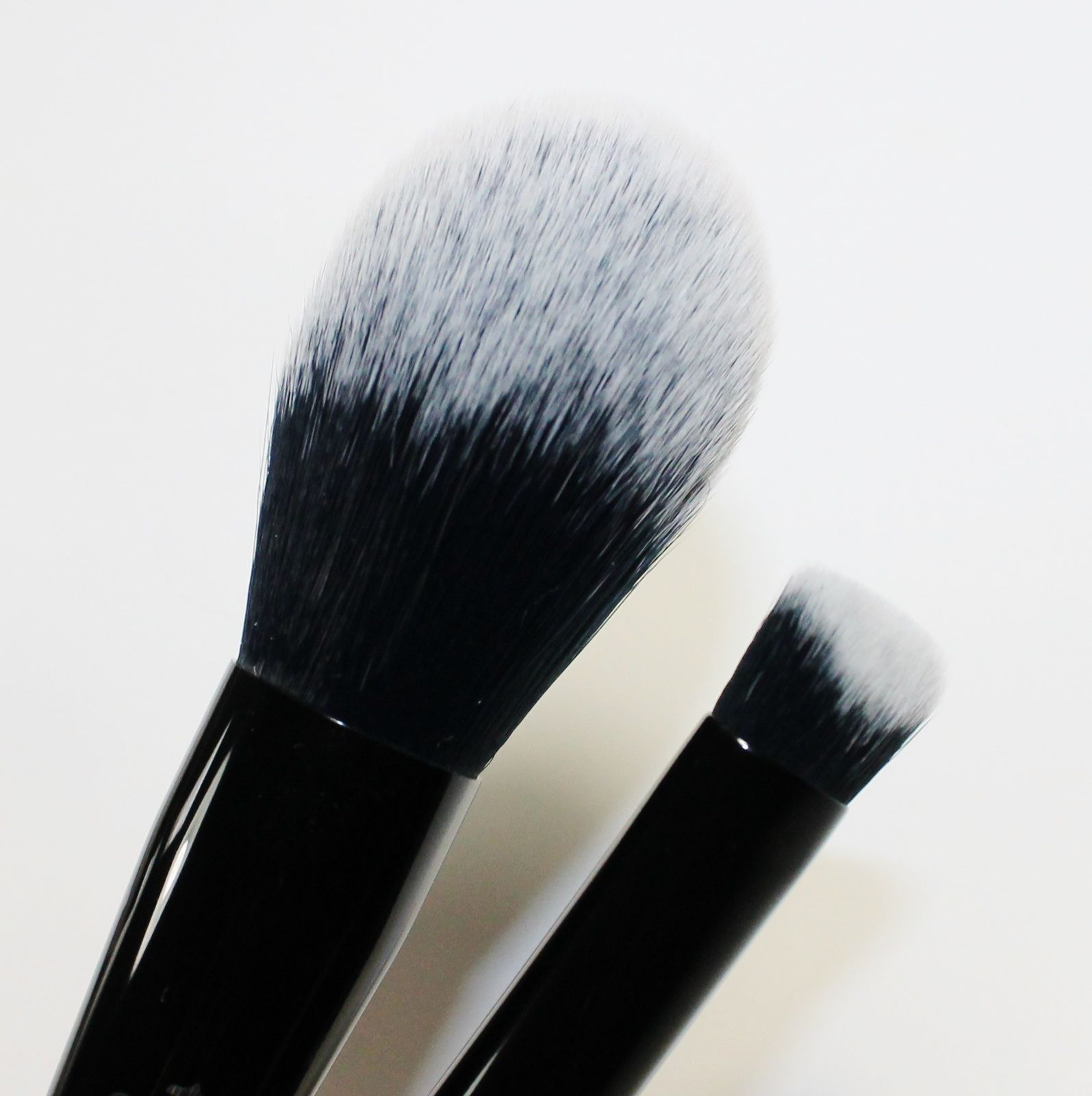 Kat Von D Lock-It Setting Powder Brush and Lock-It Edge Concealer Brush